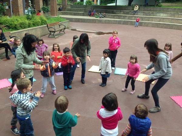 El Ayuntamiento de San Sebastián vigila en los parques infantiles de la ciudad para que los niños incrementen el uso del euskera durante sus juegos